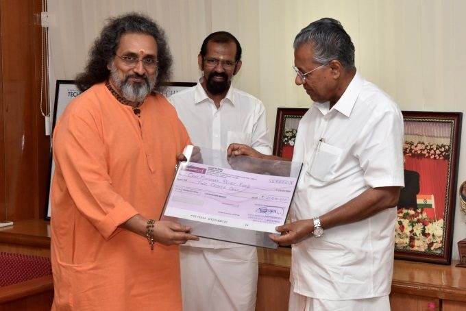 2018-02-11--Swami Amritaswarupananda Gives 2-Crore Cheque for Kerala Okchi Cyclone Disater Relief