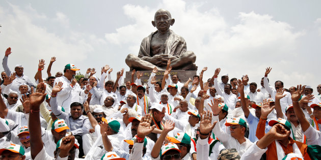 Lawmakers from India's main opposition Congress party and the Janata Dal (Secular) protest against India's ruling Bharatiya Janata Party (BJP) leader B.S. Yeddyurappa's swearing-in as Chief Minister of the southern state of Karnataka, in Bengaluru, India, May 17, 2018. REUTERS/Abhishek N. Chinnappa
