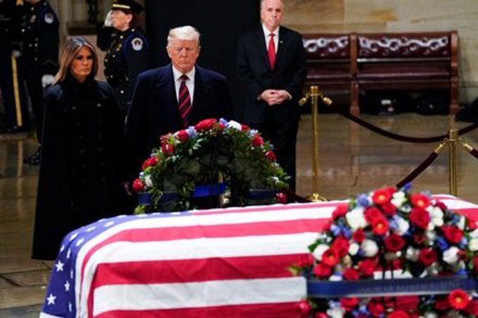 trump-George-HW-Bush-casket-in-state