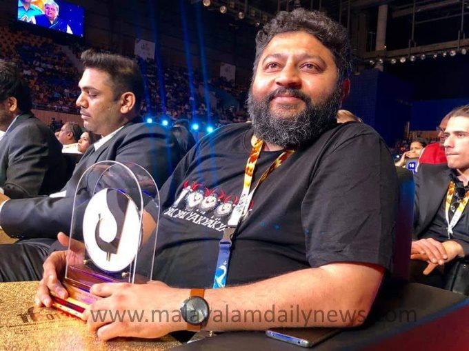 iffi-2019-lijo-jose-pellissery-bags-best-director-award