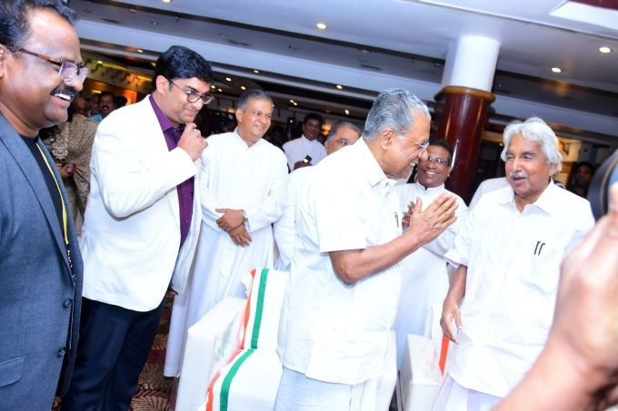Cheif Minister Pinaryi Vijayan and former Cheif Minister Oommen Chandy meet and greet