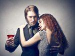राशि के अनुसार जानें किन लोगों से डेटिंग करना पड़ सकता है भारी