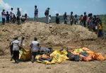 Quake-hit Indonesia buries dead in mass grave
