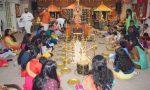 വിജയദശമി നാളില് ഗീതാമണ്ഡലം തറവാട് ക്ഷേത്രത്തില് ഹരിശ്രീ കുറിച്ച്, കുരുന്നുകള് അറിവിന്റെ ലോകത്തേക്ക് പിച്ചവെച്ചു