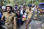 India arrests 750 in flashpoint temple clashes