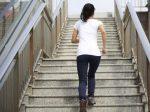जिम में 1 घंटा पसीना बहाने की बजाए, 15 मिनट सीढ़ियां चढ़ना है फायदेमंद