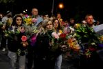 New Zealanders reach out to Muslims in wake of mass shooting