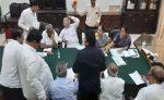 കര്ണാടകയില് രാഷ്ട്രീയ പ്രതിസന്ധി; 11 എംഎല്എമാര് രാജി സമര്പ്പിച്ചു