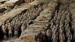 ചൈനയിലെ ആദ്യത്തെ ചക്രവര്ത്തി ക്വിന് ഷി ഹുവാങിന്റെ ശവകുടീരത്തില് നിന്ന് നൂറുകണക്കിന് കളിമണ് യോദ്ധാക്കളെ കണ്ടെത്തി