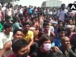 ലോക്ക്ഡൗണ്: വീട്ടിലേക്ക് പോകാന് ആവശ്യപ്പെട്ട് റോഡില് 2400 തൊഴിലാളികളുടെ പ്രതിഷേധ സമരം